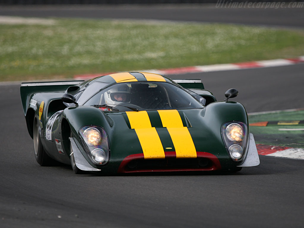 Lola-T70-Mk3B-Coupe-Chevrolet_1