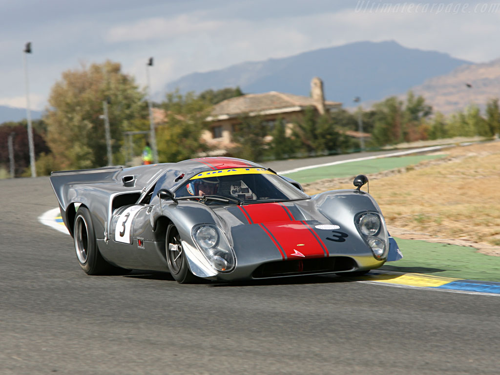 Lola-T70-Mk3B-Coupe-Chevrolet_7