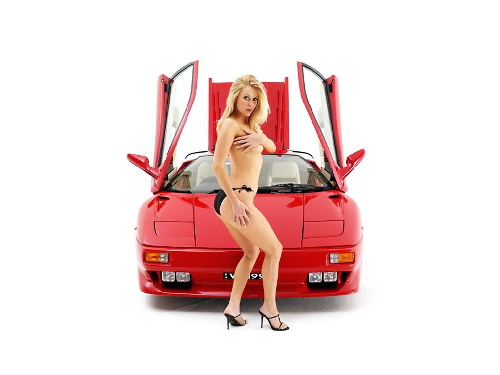 Lamborghini_Diablo_VT_1996_and_Sexy_Babe.jpg