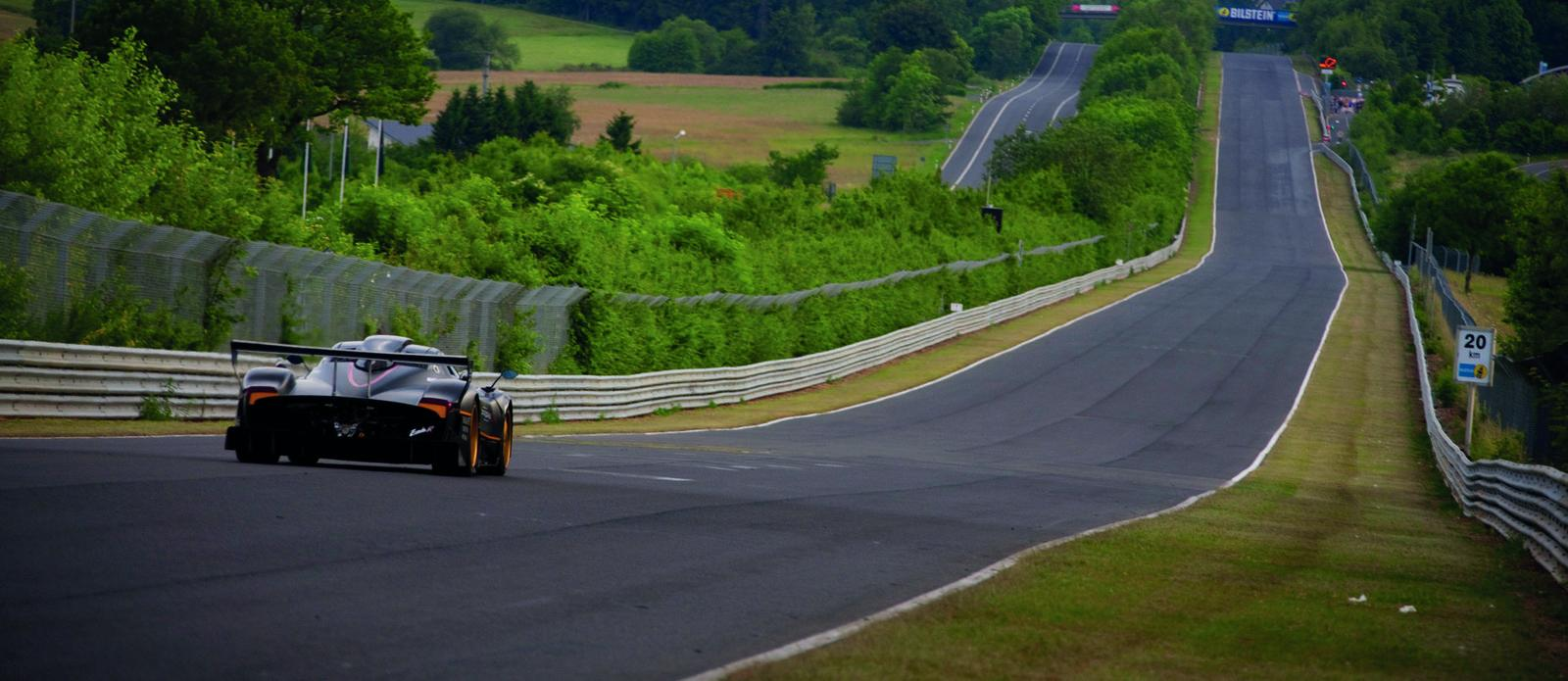 pagani-zonda-r-sets-new-circuit-record-at-nurburgring-nordschleife-12