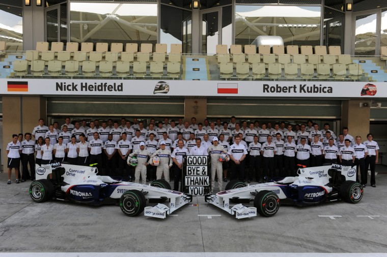 Friday, 30 October 2009 Abu Dhabi GP Yas Island Marina Circuit United Arab Emirates The BMW F1 Sauber Team say farewell This image is copyright free for editorial use © BMW AG