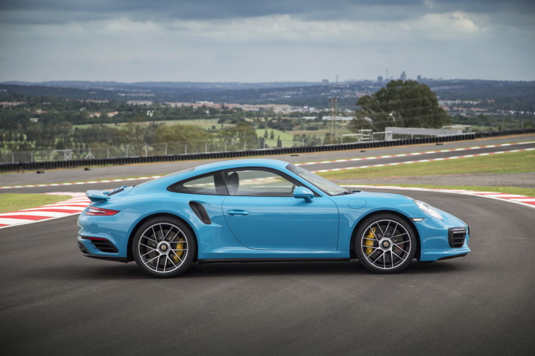 AutoWeb-2016-February-First-Drive-2017-Porsche-911-Turbo-S-003